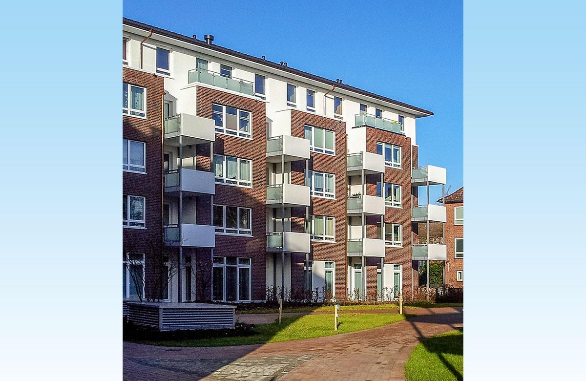 Balkone mit Betonplatte und Beton-Glas-Brüstung