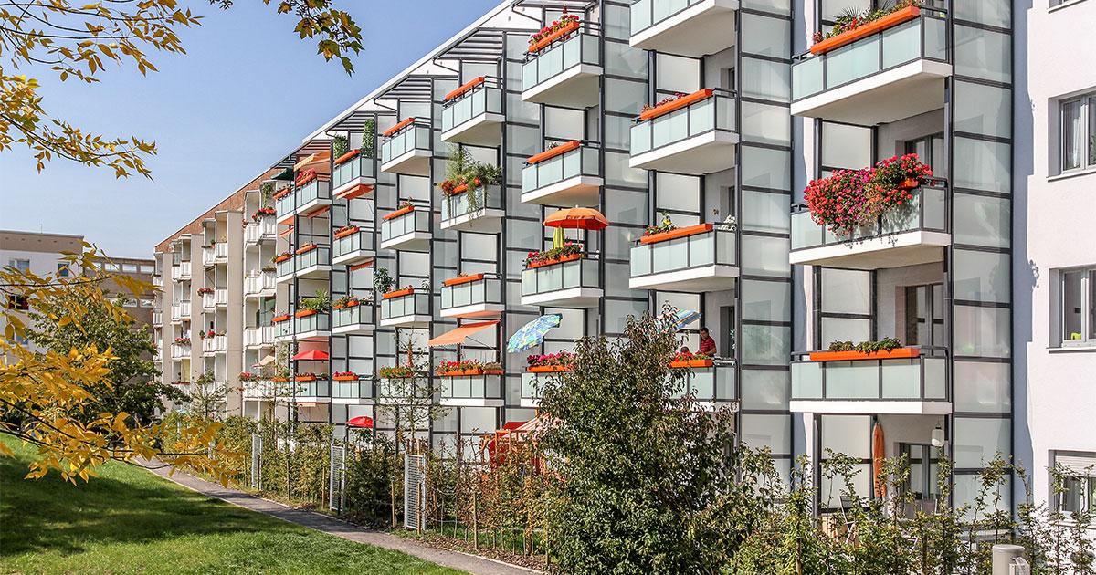Phönix Balkone passen wir speziell dem Baustil Ihres Gebäudes an und schaffen somit ein neues attraktives Aussehen.